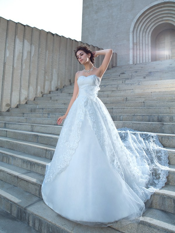 Eye-Catching Charm Ball Gown Sweetheart Lace Long Lace Wedding Dresses