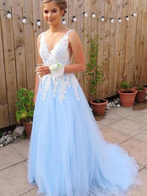 Romantic Vibes Princess Style V-neck Sweep/Brush Train With Applique Tulle Dresses