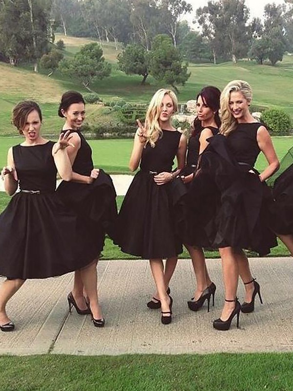 Eye-Catching Charm Princess Style Scoop Knee-Length Satin Bridesmaid Dresses