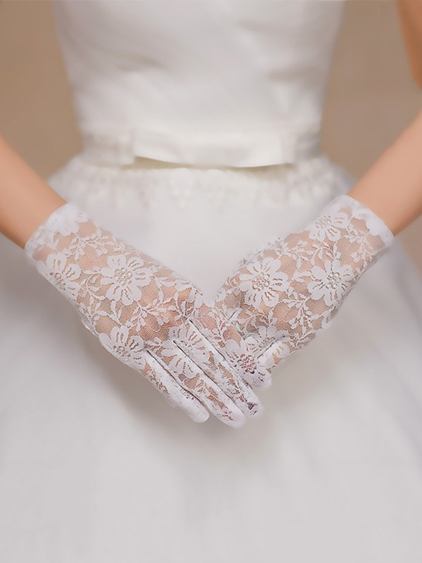 Elegant Lace Wedding Gloves