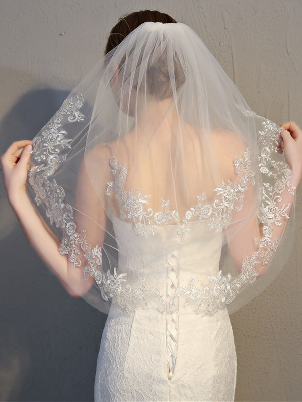 Attractive 2 Layer Tulle With Lace Wedding Veils