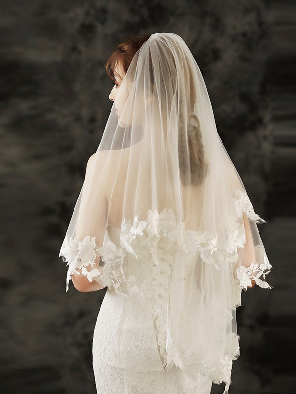 Charming Tulle With Applique Fingertip Bridal Veils