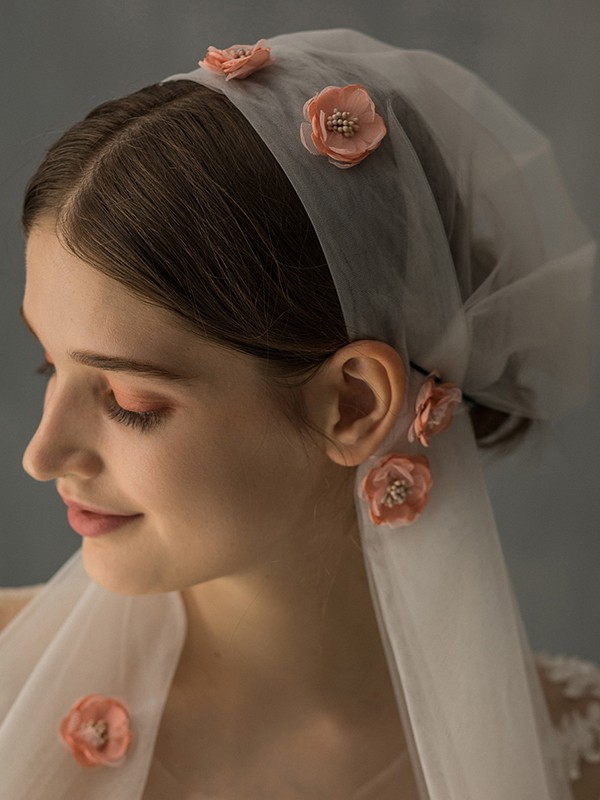 Delicate Tulle One-Tier With Applique Elbow Bridal Veils